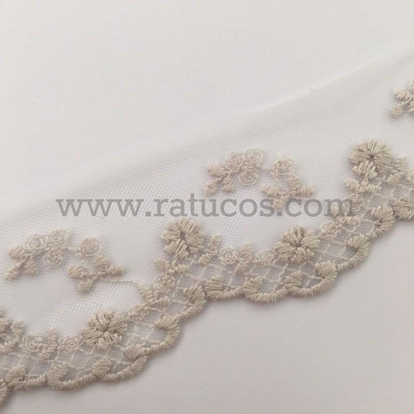 Puntilla de tul bordado de 5 cm de ancho. Serie Dara. Disponible en varios colores.