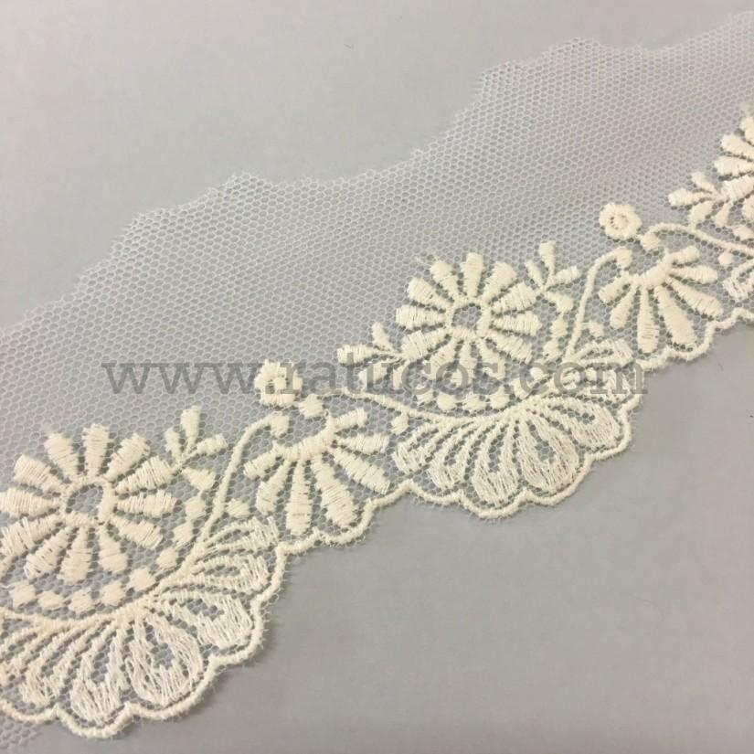 Puntilla de tul bordado de 5 cm de ancho. Serie Jimena. Disponible en varios colores.