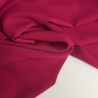 Tela de crepé con elastán en color fucsia
