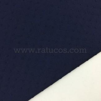 Tela de ancho 145 cm y composición 100% algodón.