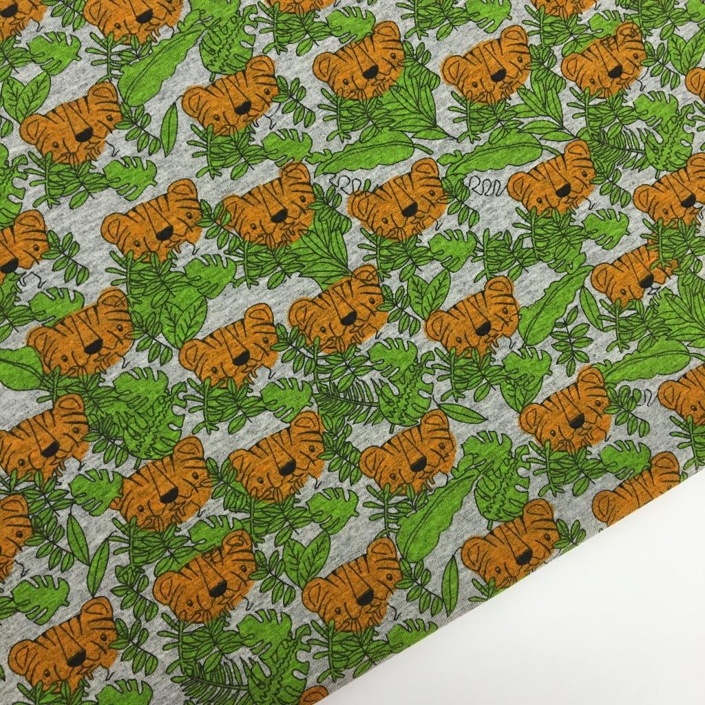 Tela de punto de camiseta, colección Safari Tigres. Disponible en dos colores.